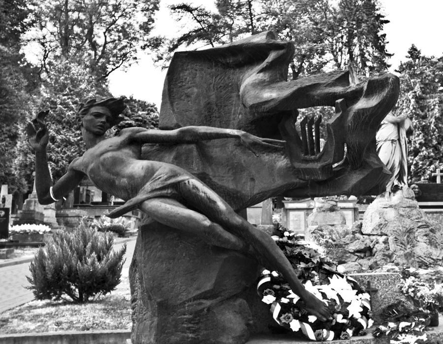 Cmentarz Łyczakowski i Orląt Lwowskich – trudna lekcja historii